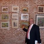 colectionarul Dan Zlatanovici cu cateva tablouri din colectia sa; in dreapta tablouri de VICTOR V. CIOBANU