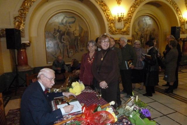 "Lansarea vol III ""Pictorul Vasile Parizescu""din seria ""Viata ca o pasiune"" in 29.11.2012"